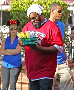 1413222582783_Image_galleryImage_EXCLUSIVE_Suge_Knight_wea[1]